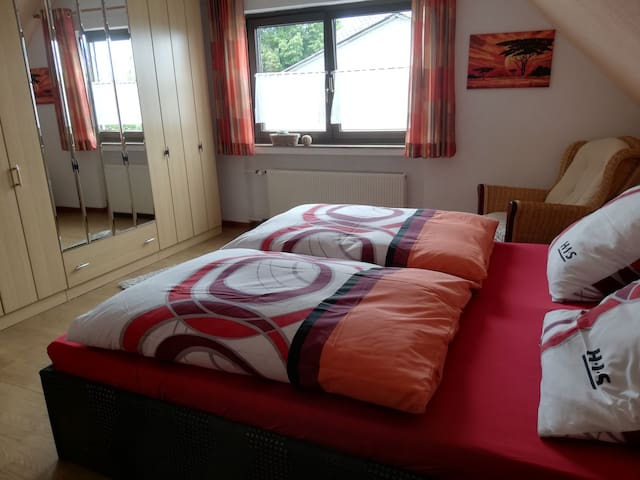 1 nettes Doppelbettzimmer