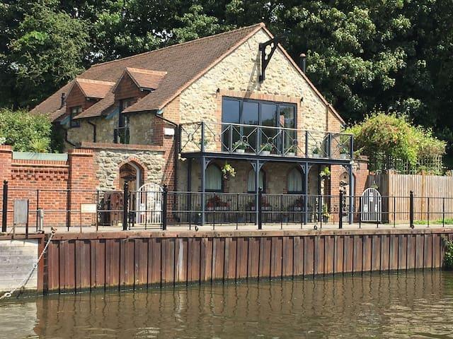 Riverside Cottage , Maidstone