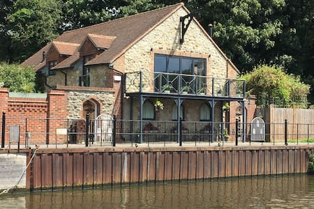 Riverside Cottage , Maidstone