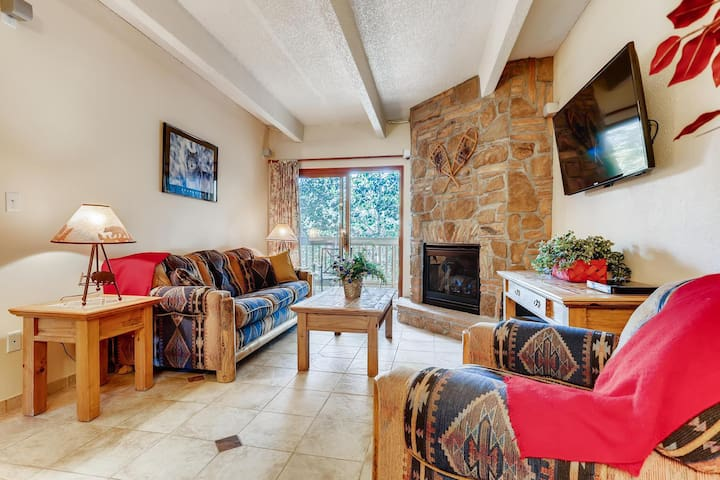 Mountain Style in Heart of Frisco. 3 TVs, Pool, Spa, Wifi