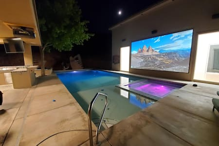 BR w/King Bed  *Pool *Racquet Ball Court