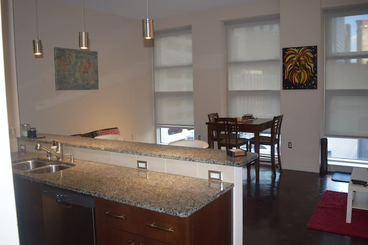 PERFECT 1BR APT. Prime Location w/Amazing Views