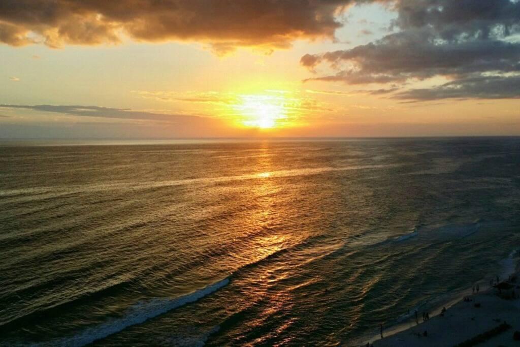 Beautiful sunset in October.®(Recker)