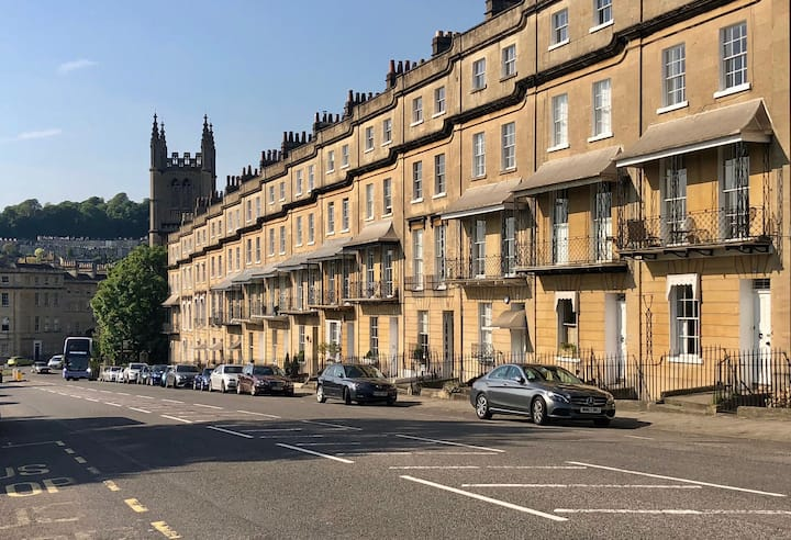 Lovely Georgian Terrace, Self-Contained, Parking.