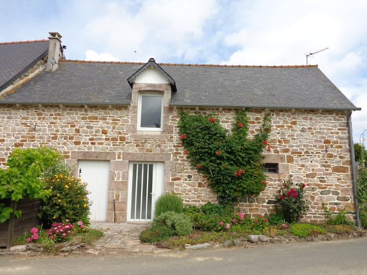 Petite maison bretonne en pierres