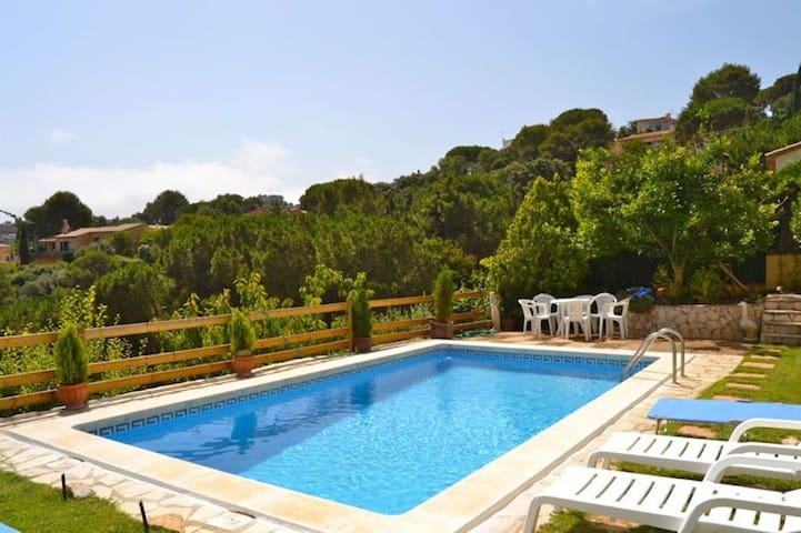 Detachedvilla situated in Es Valls, apeaceful location, 2kmfrom the  beach and the c - Begur - Dom