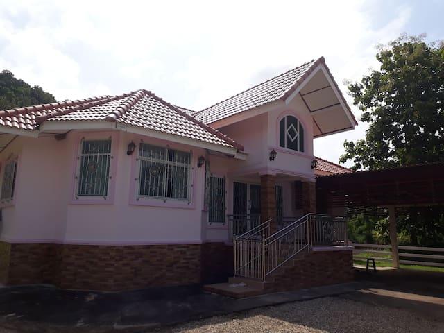 Villa moderne au calme près de Chiang Rai