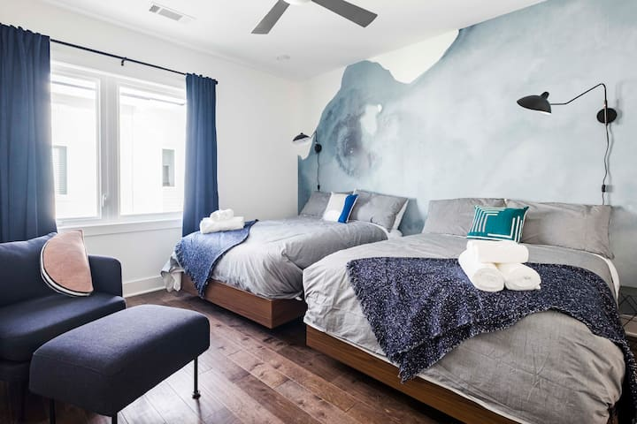 ★Huge, Gorgeous Bedroom w/ 2 Beds & Ensuite Bath ★