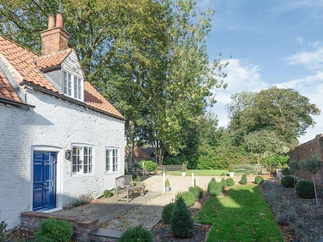 Westholme Cottage (UKC3764)