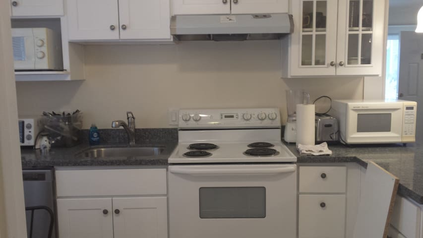 357#C3 Hawthorn, fully equipped kitchen,dwntwn,A/C