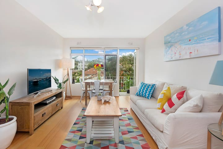 Unbeatable Holiday Flat Metres to Freshwater Beach - Freshwater - Apartment