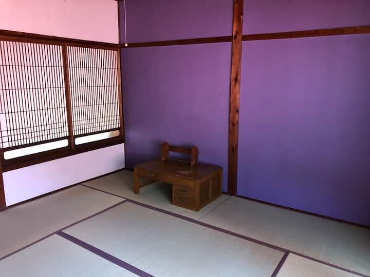 小木の町中の宿『 iro 』 個室