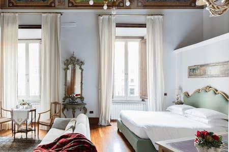 Deluxe appartamento in palazzo nobile nel centro