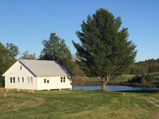 Nassau Rustic Cabin: private pond /farm