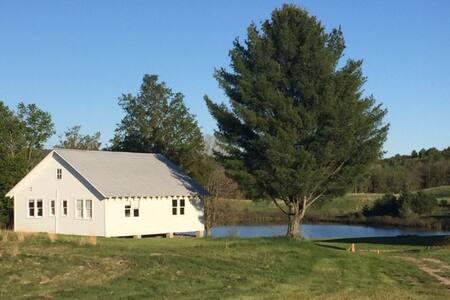 Nassau Rustic Bungalow: private pond / farm