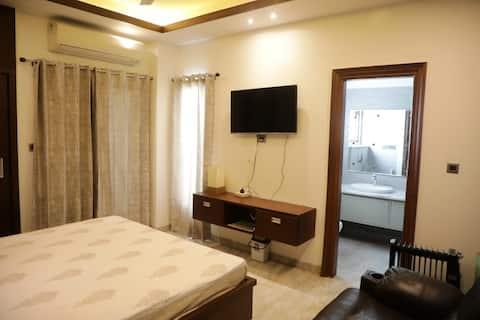 2bhk luxury apartment in racecourse