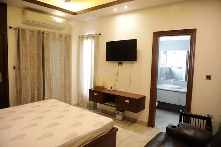 2bhk luxury apartment in racecourse