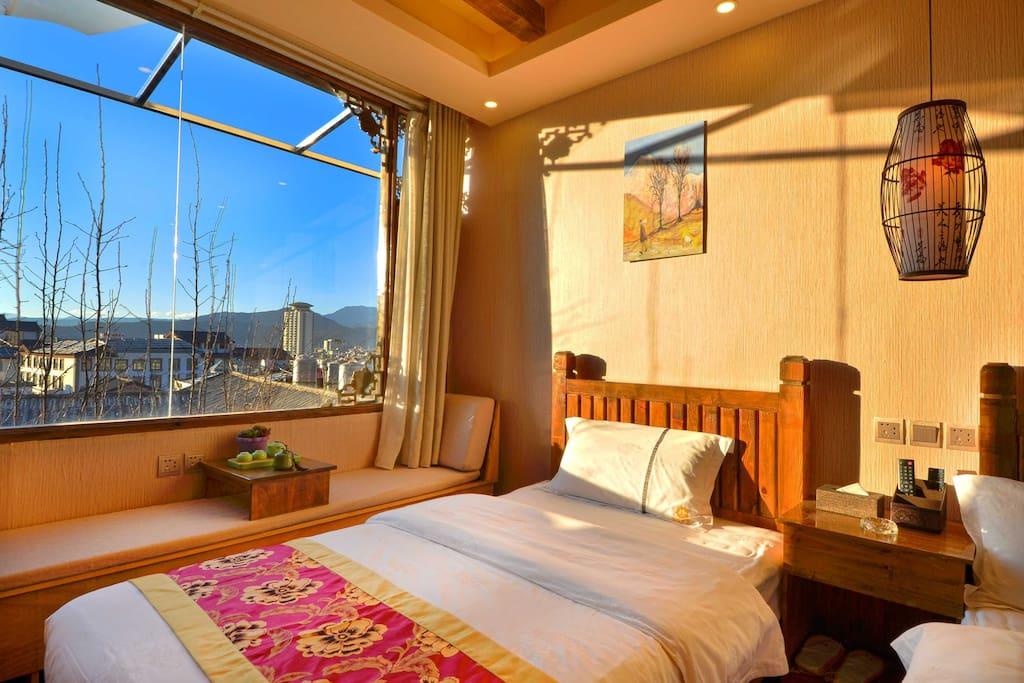 阳光观景家庭房卧室