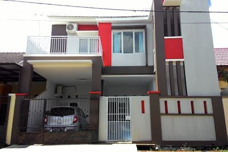 Homestay/Kosan YC Economic and Comfort - Kota Makassar