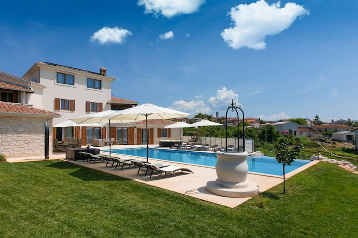 Modern Villa San Lorenzo