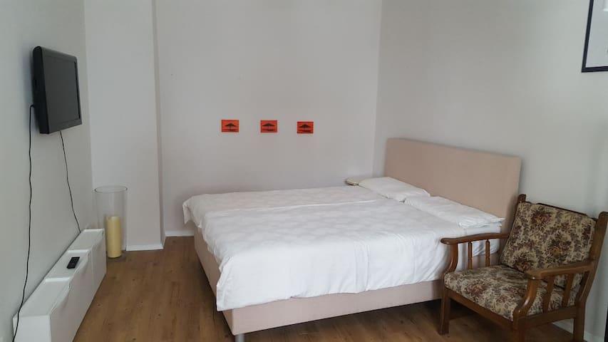 OKTOBERFEST - Inn-4-Two im Glockenbach