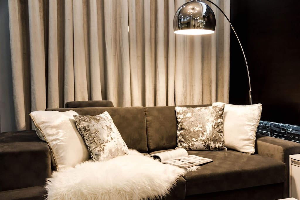 Stylish and modern couch, accessories are all imported from the US.