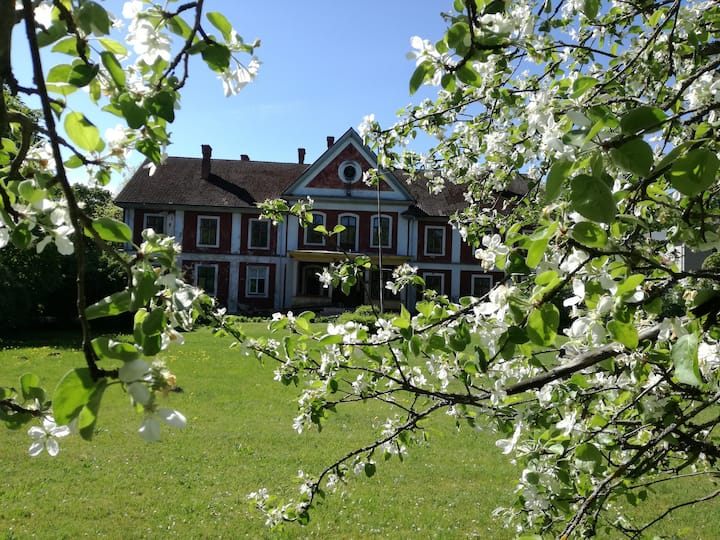 Ravila Manor