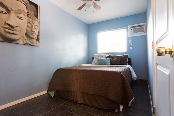 Casa de Karlo/Pvt. entry Coachella Blue Room