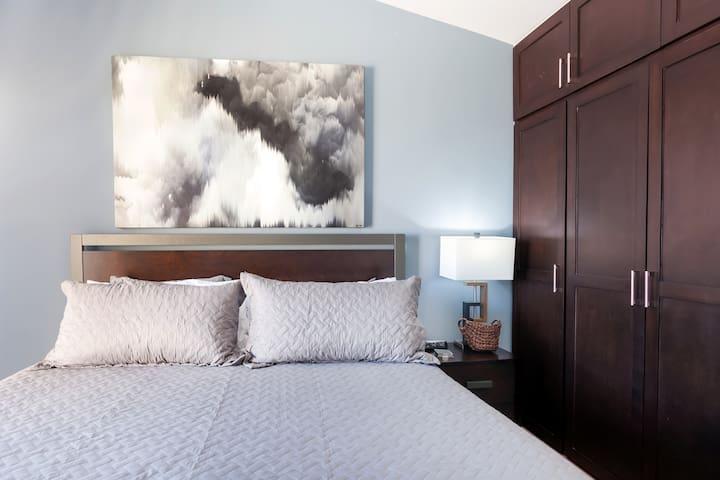 Main Bedroom Full Closet