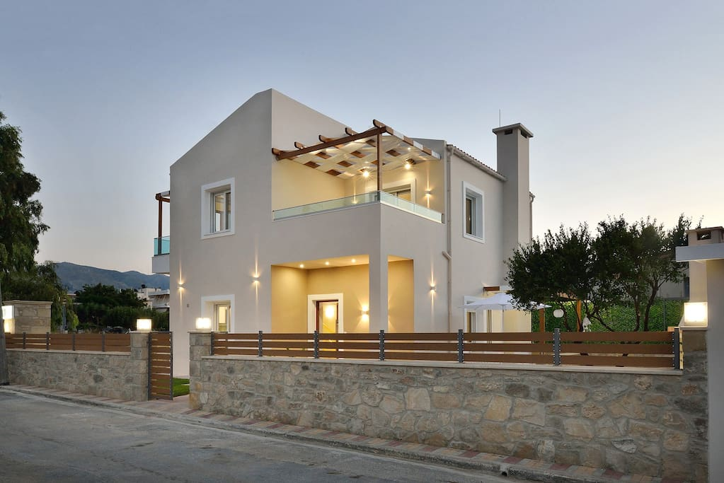 Villa Despina is located with a small distance to the beach