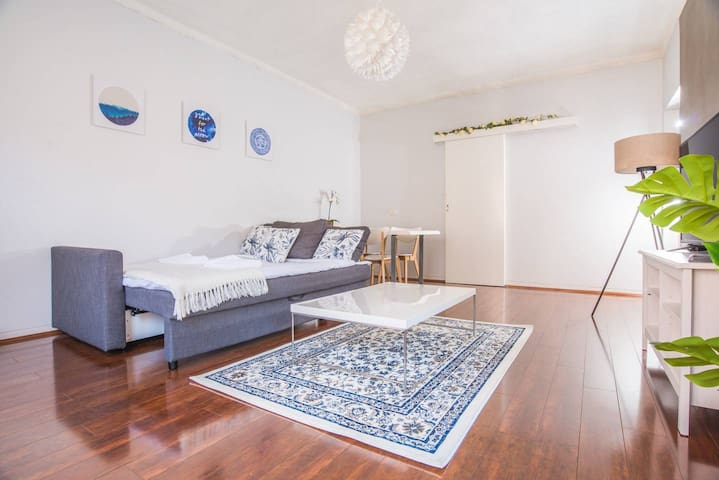 Vibrant&Colorful 2bed2bath Apartment @DollsPoint