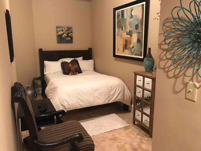 Quaint, Neat, Clean Studio Suite in Condominium.