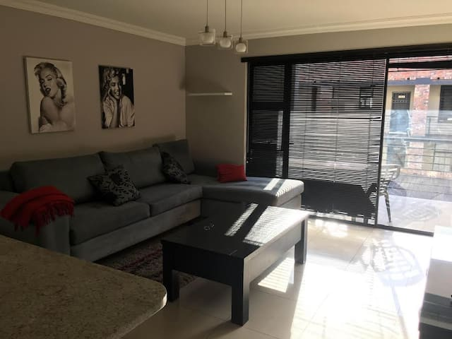Diane's Modern Hideaway - Germiston - Apartment