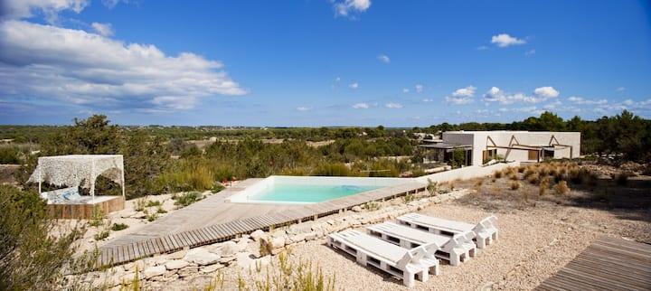 "Belle villa ""Casa Daniela"" avec Wi-Fi, jardin, piscine et terrasse ; Parking disponible"
