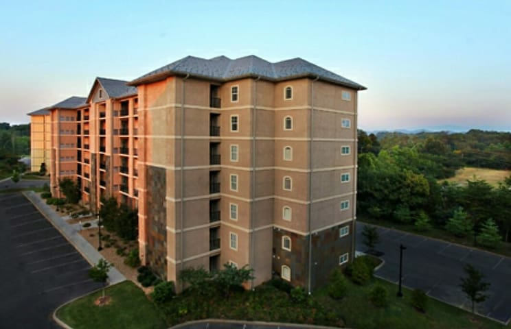 THE RESORT-MOUNTAIN VIEW CONDOS 2br/2ba NICE VIEW