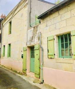 Maison Saumur, idéal visites caves et châteaux.