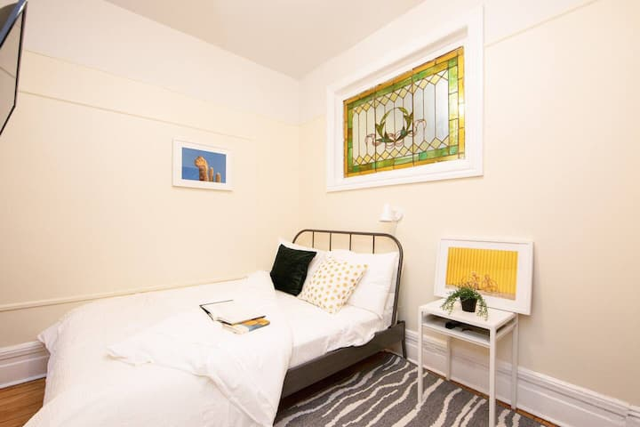 Amazing Private Bedroom in Bushwick Madison