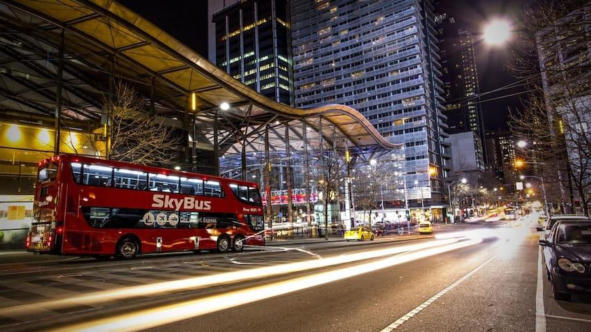Sky bus, Free tram Zone & Station - Melbourne - Byt