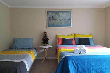 A St Heliers spacious private bedroom