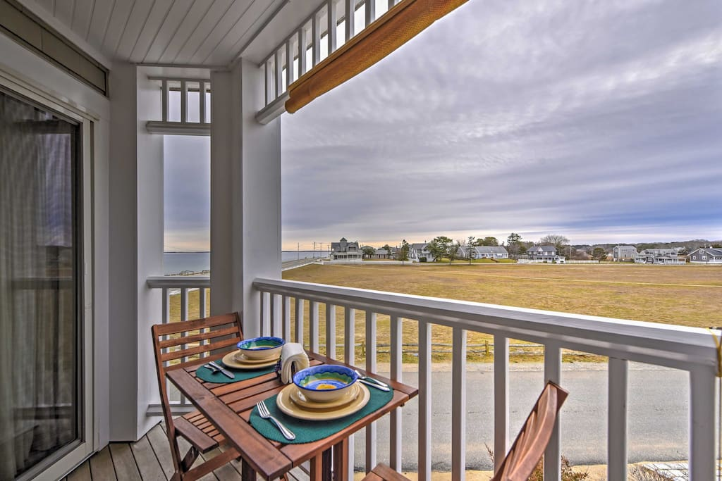Enjoy home-cooked meals and gorgeous sunsets from the private balcony.