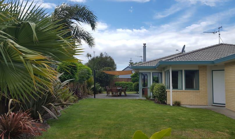 Sunny surf pad - Papamoa - House