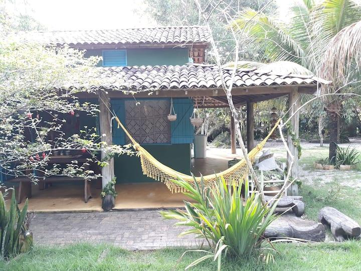 Casa Verde - Ótima Localização e Jardim Amplo
