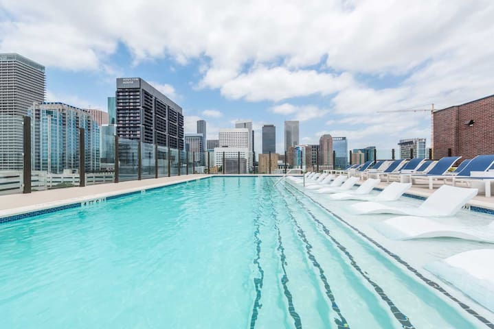 Rooftop Pool Modern Apt - Clean and Secure