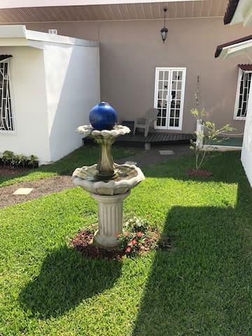 Hermosa casa, excelente ubicación - San Antonio - Apartment