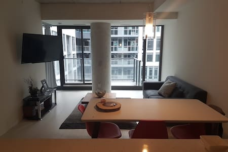 Luxurious Loft in the Heart of King West (Parking) - โตรอนโต