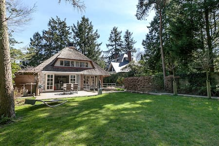 Comfortable and exclusive villa close to Amsterdam - ฮิลเวอร์ซัม