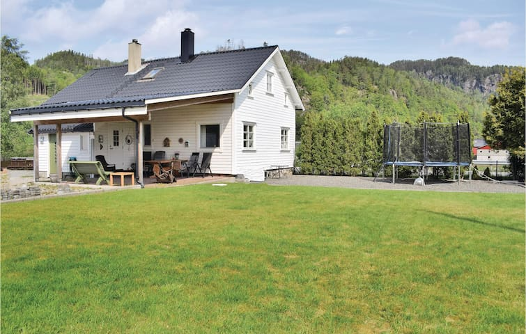 Holiday cottage with 3 bedrooms on 130m² in Sira