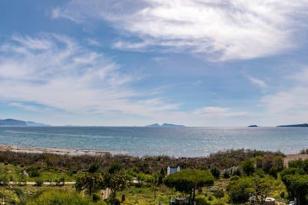 'The Anchorage' Beachfront Villa