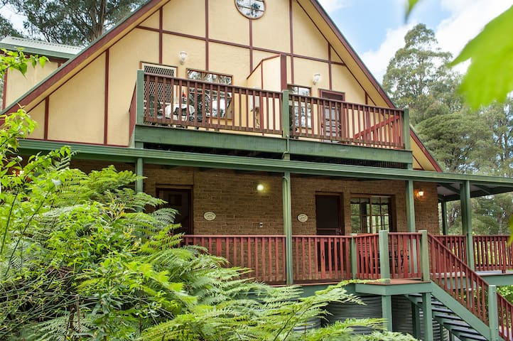 Mountain Lodge - Tasman Suite - Mount Dandenong - Bed & Breakfast