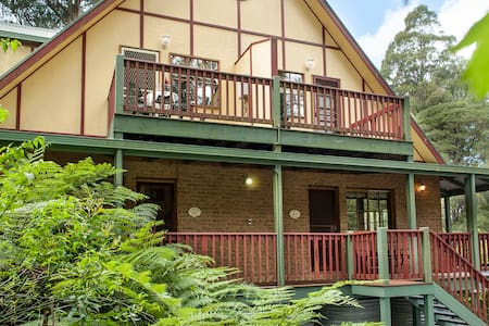 Mountain Lodge - Tasman Suite - Mount Dandenong